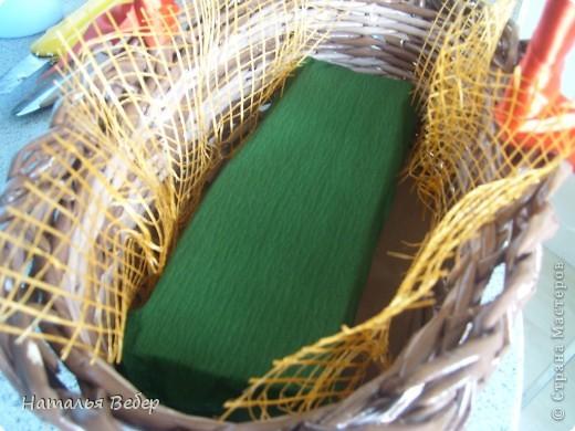 Вот собственно первая часть подарка-сладкий букетик)))Корзинку плела раньше http://stranamasterov.ru/node/215543 ,сегодня занялась её наполнением! фото 5