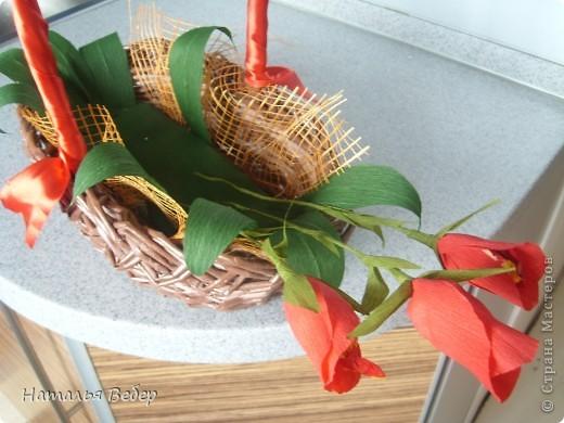 Вот собственно первая часть подарка-сладкий букетик)))Корзинку плела раньше http://stranamasterov.ru/node/215543 ,сегодня занялась её наполнением! фото 7