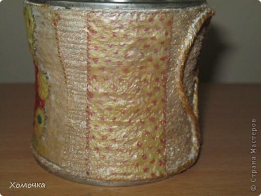 Решила попробовать несколько предметов задекорировать с помощью шпагата. Это баночка из-под кофе (Нескафе, по-моему), она в середине немного вогнута). Сверху я еще задекупажила.  фото 2