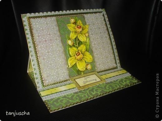 Эту открытку хочется назвать Бархатная роскошь. Открытка сделана из зелёной бумаги с узорами из бархата. Открытка сделана в технике пергамано. Орхидея сделана в 3д.  фото 1