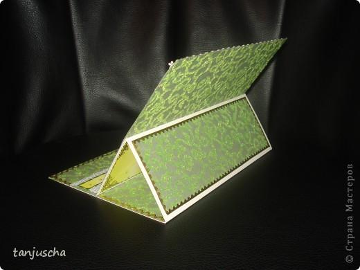 Эту открытку хочется назвать Бархатная роскошь. Открытка сделана из зелёной бумаги с узорами из бархата. Открытка сделана в технике пергамано. Орхидея сделана в 3д.  фото 5