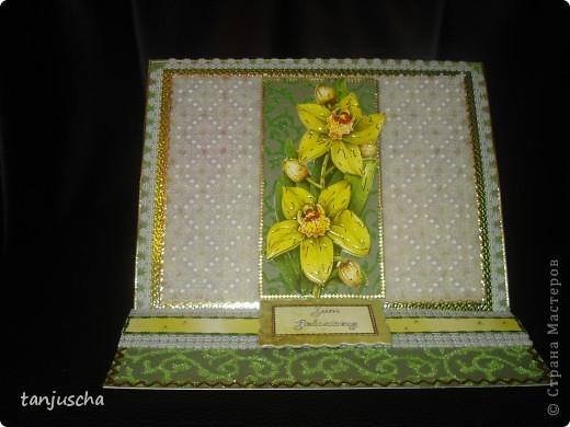 Эту открытку хочется назвать Бархатная роскошь. Открытка сделана из зелёной бумаги с узорами из бархата. Открытка сделана в технике пергамано. Орхидея сделана в 3д.  фото 6