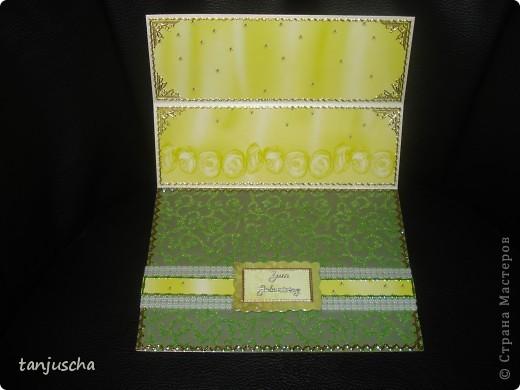 Эту открытку хочется назвать Бархатная роскошь. Открытка сделана из зелёной бумаги с узорами из бархата. Открытка сделана в технике пергамано. Орхидея сделана в 3д.  фото 4