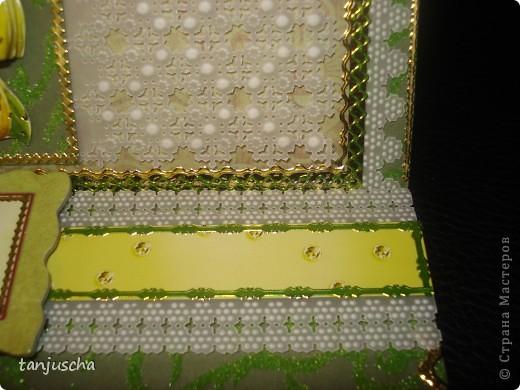 Эту открытку хочется назвать Бархатная роскошь. Открытка сделана из зелёной бумаги с узорами из бархата. Открытка сделана в технике пергамано. Орхидея сделана в 3д.  фото 2