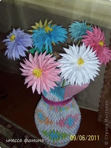 та же ваза,но уже с цветами