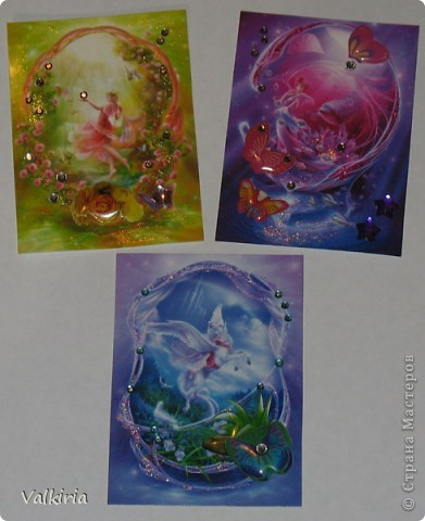 Были у меня фантазийные картинки, про которые я почему-то забыла, но вот они мне попались на глаза и захотелось сделать что-то, ну и конечно этим что-то стали АТСки :))  картинки украшены стразами, гелем и объемными цветами и бабочками  1 - Юле 2 - дома 3 - отложено фото 2