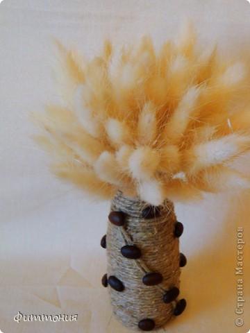 Как-то не могла найти мини вазочки для цветочков из пластики, пришла идея делать самой из бутылочек из-под молочных продуктов. Вазочки нашлись, а идея осталась. Решила попробовать. Вам судить, что получилось. Возможно, кто-то и воспользуется, хотя уверена, что идея не нова. Т.к. цель были вазочки, то букетики составляла из того, что было под рукой. Просто чтобы вазочки смотрелись повеселей. фото 8