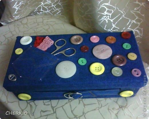 Это коробка из под обуви,сшила для коробки одёжку из джинсовой ткани. фото 1