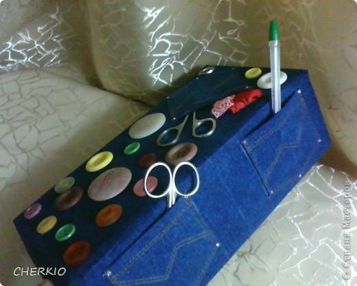 Это коробка из под обуви,сшила для коробки одёжку из джинсовой ткани. фото 3