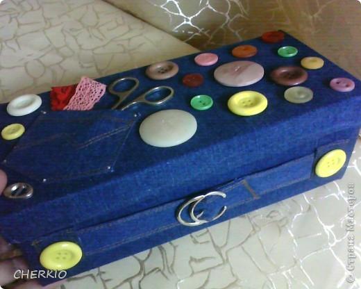 Это коробка из под обуви,сшила для коробки одёжку из джинсовой ткани. фото 4