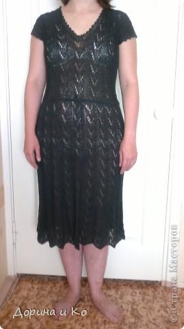 Обещанное платье, которое мама вязала для себя, когда я училась еще в школе (ну очень давно). Потом оно ждало, когда я подрасту, теперь и ношу. Мне нравится. Нитки ХБ, какие точно, сейчас уже никто не вспомнит. Было еще такое же бежевое, его дарили тете. Она его тоже до сих пор носит (проверено прошлым летом в отпуске). фото 1