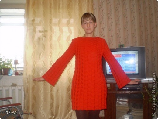 Такое платье вязала на заказ для коллеги. Вяжется быстро и легко.