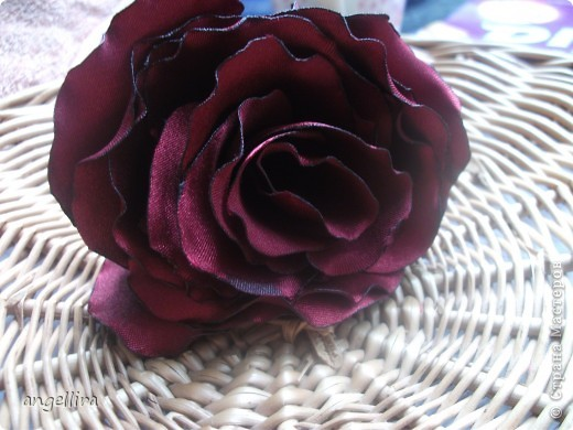 В последнее время мне очень захотелось научиться делать цветочки. Инструментов у меня  к сожалению нет, поэтому пользуюсь подручными средствами. Этот цветок из разных джинсовых тканей. Проба. фото 3