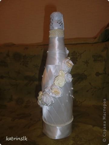 Вот такая моя первая бутылочка. Делала я ее для сестры к свадьбе. Проба пера, так себе. Как получилось судить вам!!!!!!!!!!