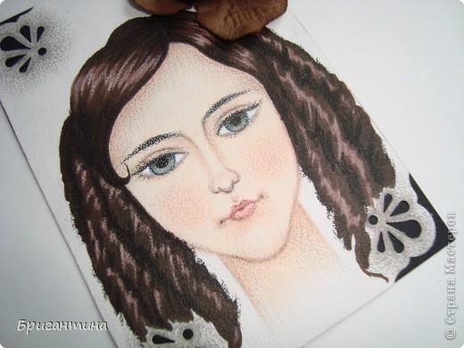 Девочки! СЕРИЯ БУДЕТ ДОПОЛНЕНА в ближайшие дни! Моя сестра-художница решила помочь мне разобраться с долгами. Она рисует в разных стилях и разными материалами, а ещё, любит историю. Эти красавицы нарисованны архитектурными фломастерами и акварельными карандашами.  фото 16