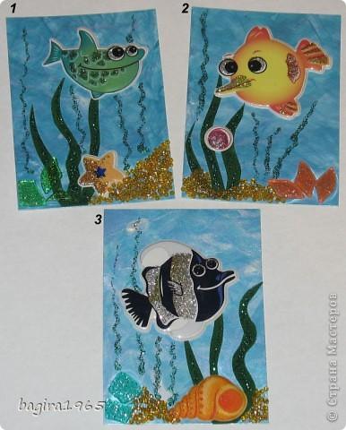 """У всех есть морские серии... а как же мне без """"Морской...""""?  Итак, моя интерпретация.  Фон нарисован мною перламутровыми акриловыми красками, водоросли - бархатная бумага и гель с блестками, цветная мозаика - имитирует морские камушки, песочек - мелкий жёлтый бисер + гель с золотыми блестками, рыбки - наклейки.  № 1 - оставляю себе № 2 - Azhgihinanata № 3 - племянница выбрала фото 1"""