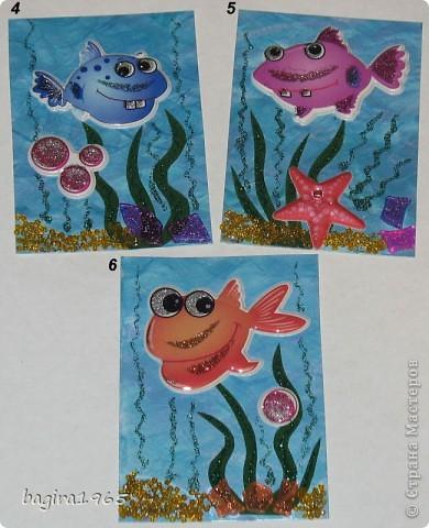 """У всех есть морские серии... а как же мне без """"Морской...""""?  Итак, моя интерпретация.  Фон нарисован мною перламутровыми акриловыми красками, водоросли - бархатная бумага и гель с блестками, цветная мозаика - имитирует морские камушки, песочек - мелкий жёлтый бисер + гель с золотыми блестками, рыбки - наклейки.  № 1 - оставляю себе № 2 - Azhgihinanata № 3 - племянница выбрала фото 2"""