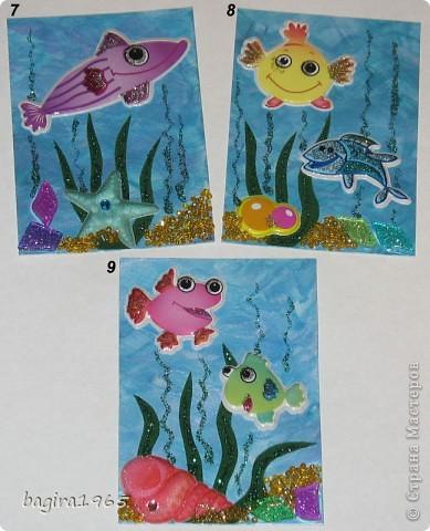"""У всех есть морские серии... а как же мне без """"Морской...""""?  Итак, моя интерпретация.  Фон нарисован мною перламутровыми акриловыми красками, водоросли - бархатная бумага и гель с блестками, цветная мозаика - имитирует морские камушки, песочек - мелкий жёлтый бисер + гель с золотыми блестками, рыбки - наклейки.  № 1 - оставляю себе № 2 - Azhgihinanata № 3 - племянница выбрала фото 3"""