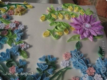 Наконец-то я закончила свою свадебную коробочку. Начала её еще месяц назад, но так как времени очень мало, так как занималась ей только после работы и в выходные, то делала долго. Долго думала, какой узор изобразить на своей коробке, лазала по разным сайтам, и в итоге вдохновилась я работой увиденной на сайте http://www.paper-studio.ru/big_gallery/img_4857.jpg,  которую сначала увидела у Ольги Студниковой http://stranamasterov.ru/node/97875. Спасибо большое за вдохновение. Так как изначально площадь работы была большая, пришлось картинку дофантазировать самой, надеюсь ничего не испортила!!! Коробкой ооочень довольна, так как её первую начала, но делала дольше всего, параллельно сделала 2 открытки (можете их тоже посмотреть в моем блоге) Приятного просмотра! :) фото 6