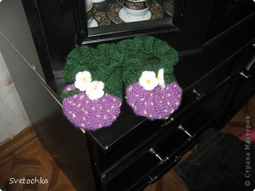Ну вот и готов подарок для нашей маленькой подружки Веронички, это ежевички, связаны по схеме как пинетки-землянички. фото 1