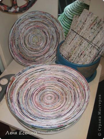 """Помогать людям можно по-разному... """"10 тысяч деревень"""" - организация США (основана Эдной Байлер в 1946 г.), помогающая художникам из стран с проблемной экономикой продавать свои изделия на североамериканском рынке. Для многих из художников - это единственная возможность выжить, так как их изделия в США и Канаде продаются по более высоким ценам и мастера получают львиную часть дохода (это философия """"10 тысяч деревень""""). Название, кстати, навеяно фразой Ганди о том, что """"Индия - это не несколько городов, а 700 тысяч бедных деревень..."""" В таких магазинчиках много волонтеров - людей, работающих БЕЗ зарплаты. Часто это доброжелательные бабульки-дедульки, которым скучно просто сидеть дома. :) Но нам помогала с выбором очаровательная студентка, тоже волотер. :) Здесь больше об этой замечательной организации (увы, на английском только): www.tenthousandvillages.com фото 6"""
