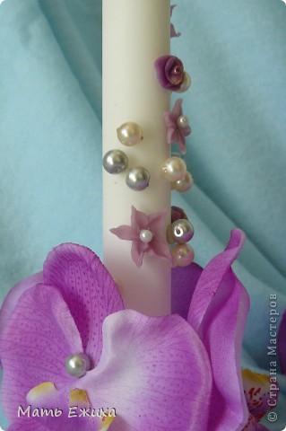 свадебные свечи - готовый вариант. Сами свечи - из Икеи. Набор из длинных тонких свечей и толстые - отдельно. + подставки - для тонких - стеклянные, для толстой - металлическая. Дешево. Удобно. Быстро. Цветы - орхидеи на длинной ножке (разобраны на запчасти) из магазина фикспрайс (все по 36 р.) Немного цветочков, бусин.... Спасибо Мастерам за великолепные идеи! фото 3