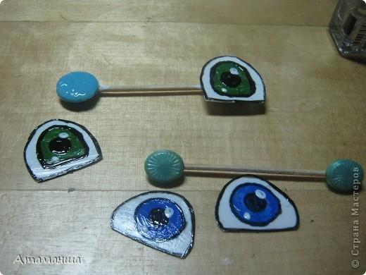 Девочки, выкладываю МК по нестандартным глазкам. Обычно покупаю пуговки нестандартной формы. И беру пластик от упаковок продуктов. фото 7