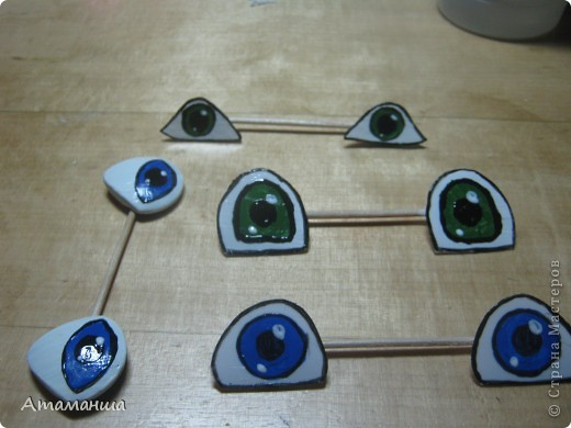 Девочки, выкладываю МК по нестандартным глазкам. Обычно покупаю пуговки нестандартной формы. И беру пластик от упаковок продуктов. фото 9