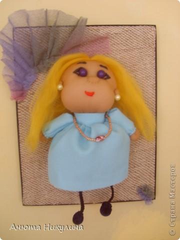Моя первая кукла, идею подглядела на выставке детского творчества. Кукла Катя стала отличным подарок сестре на день рождения.