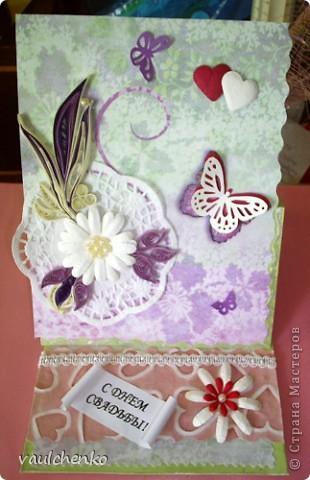 Первый раз я делала открытку на свадьбу! Задумок было много, но дочкой была куплена удивительно красивая, но очень не традиционная по цвету скрапбумага - фиолетово-сиреневая с переходом в зелено-салатовую!!! Муки творчества были долгими..., результат перед вами...  Молодоженам понравилась! фото 1