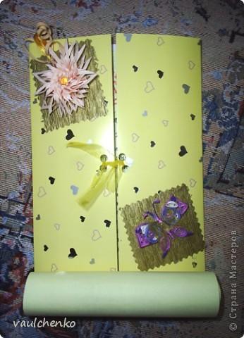 Первый раз я делала открытку на свадьбу! Задумок было много, но дочкой была куплена удивительно красивая, но очень не традиционная по цвету скрапбумага - фиолетово-сиреневая с переходом в зелено-салатовую!!! Муки творчества были долгими..., результат перед вами...  Молодоженам понравилась! фото 10