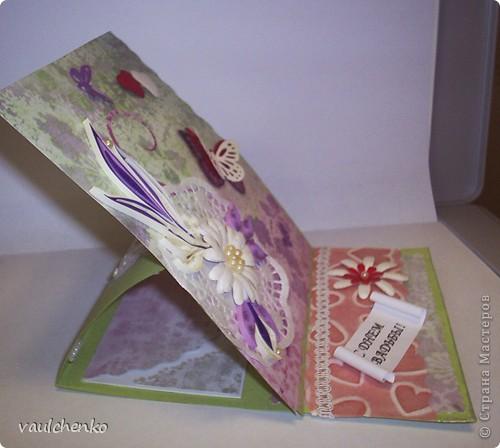 Первый раз я делала открытку на свадьбу! Задумок было много, но дочкой была куплена удивительно красивая, но очень не традиционная по цвету скрапбумага - фиолетово-сиреневая с переходом в зелено-салатовую!!! Муки творчества были долгими..., результат перед вами...  Молодоженам понравилась! фото 2
