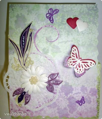 Первый раз я делала открытку на свадьбу! Задумок было много, но дочкой была куплена удивительно красивая, но очень не традиционная по цвету скрапбумага - фиолетово-сиреневая с переходом в зелено-салатовую!!! Муки творчества были долгими..., результат перед вами...  Молодоженам понравилась! фото 5