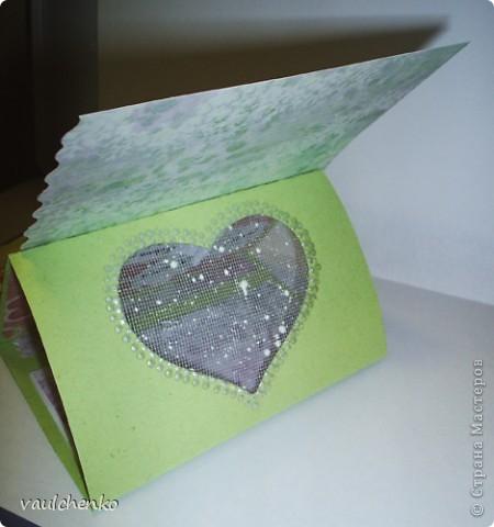 Первый раз я делала открытку на свадьбу! Задумок было много, но дочкой была куплена удивительно красивая, но очень не традиционная по цвету скрапбумага - фиолетово-сиреневая с переходом в зелено-салатовую!!! Муки творчества были долгими..., результат перед вами...  Молодоженам понравилась! фото 4