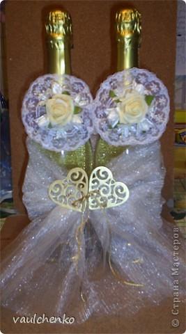 Первый раз я делала открытку на свадьбу! Задумок было много, но дочкой была куплена удивительно красивая, но очень не традиционная по цвету скрапбумага - фиолетово-сиреневая с переходом в зелено-салатовую!!! Муки творчества были долгими..., результат перед вами...  Молодоженам понравилась! фото 7