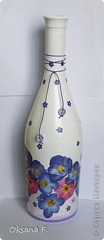 Давно уже стояла эта бутылка, я все думала - сделать на ней кракелюр или не надо... И сегодня окончательно решила, что не буду:) фото 1