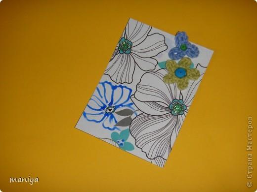 это просто беда какая-то. задумала простую серию - цветочный фон, украшалки и бабочек думала приклею. подобрала бабочек - не идут и все. вроде и цвет и размер - но лишие они тут. потом думала стрекоз квилинговых накрутить - опять не то... и как-то само собой связались крючком цветочки голубенькие - словно мои незабудки любимые.... просто они меня преследуют)))  так что и вышла выстраданная серия - назвала ее НЕ НЕЗАБУДКИ!!!!  кто из должников захочет таких цветов - с удовольствем отдам!!! так что и эта серия для раздачи долгов.  как и в прошлый раз - если нравится, то первыми выбирают - Некрасова Юлия, AnnaDemakova, Хамцова Полина, собачка ваши письма с атс уже получила :)  но так же числюсь в должниках у Бригантинки, Дарёнки, Юлии Кобяшовой, Сургутяночка-2, Диано44ки, Гимназистко, Настёныша, Хосефина  девочки кому еще должна - отзовитесь - я на работе записывала кому должна - а сейчас в отпуске... фото 5