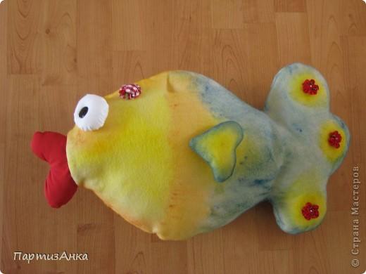 """Отчаянно прося помощи у Страны в создании рыбки-подушки, я получила море советов и интереснейших ссылок. Спасибо вам, девочки!! И вот - итог: на день рождения попросили """"сотворить"""" две подушки - рыбу и... чипс! Получилась ну ооочень сладкая парочка. фото 3"""