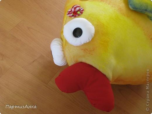 """Отчаянно прося помощи у Страны в создании рыбки-подушки, я получила море советов и интереснейших ссылок. Спасибо вам, девочки!! И вот - итог: на день рождения попросили """"сотворить"""" две подушки - рыбу и... чипс! Получилась ну ооочень сладкая парочка. фото 4"""