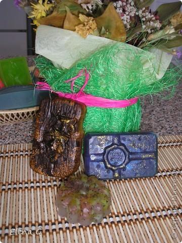 МЫЛО-ВАРЕНЬЕ на кухне - мои первые мыльные фантазии! роза с лепестками внутри, зеленое с люфой, а полосатенькое - океанский бриз))) фото 2