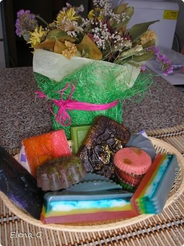 МЫЛО-ВАРЕНЬЕ на кухне - мои первые мыльные фантазии! роза с лепестками внутри, зеленое с люфой, а полосатенькое - океанский бриз))) фото 3