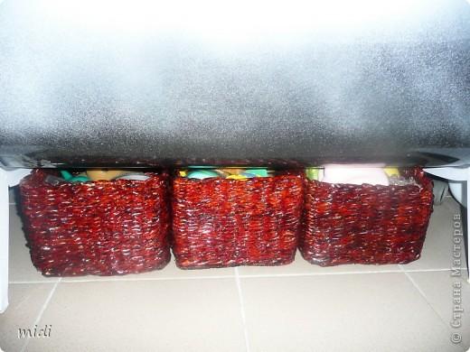 Плету не могу остановиться :-) Пока что все очень практичное.  Корзина для белья 50*30*20 см, выкрашена лаком красное дерево. Специально плела для этой ниши. фото 2