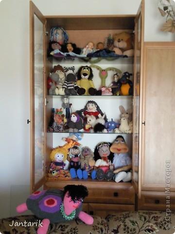 Сегодня прибыл многострадальный шкаф-дом,где и поселились все мои пока созданные куклы. фото 6
