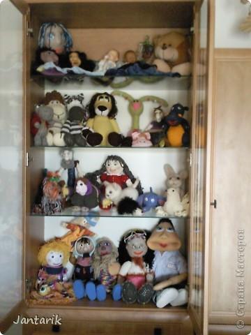 Сегодня прибыл многострадальный шкаф-дом,где и поселились все мои пока созданные куклы. фото 7
