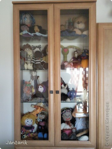 Сегодня прибыл многострадальный шкаф-дом,где и поселились все мои пока созданные куклы. фото 1