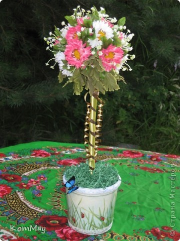 Вот такое деревце появилось у меня в эти выходные. Основой послужили искусственные цветы (3 маленьких букетика). фото 6