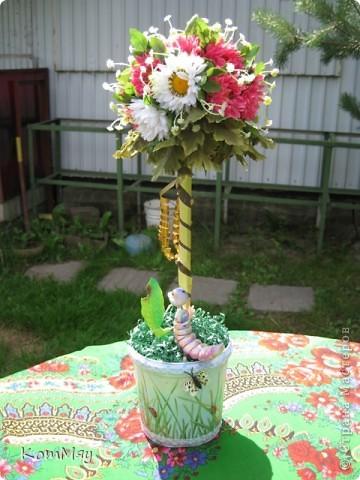 Вот такое деревце появилось у меня в эти выходные. Основой послужили искусственные цветы (3 маленьких букетика). фото 3