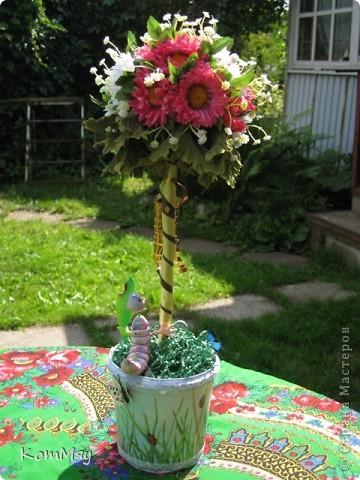 Вот такое деревце появилось у меня в эти выходные. Основой послужили искусственные цветы (3 маленьких букетика). фото 5