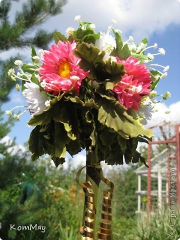 Вот такое деревце появилось у меня в эти выходные. Основой послужили искусственные цветы (3 маленьких букетика). фото 1