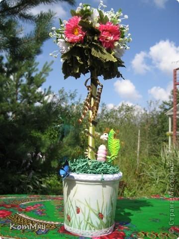 Вот такое деревце появилось у меня в эти выходные. Основой послужили искусственные цветы (3 маленьких букетика). фото 2